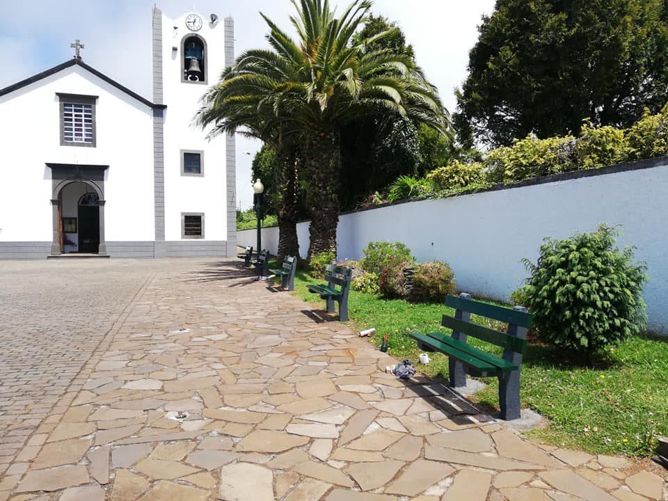 restauracao dos bancos da igreja maio 2020